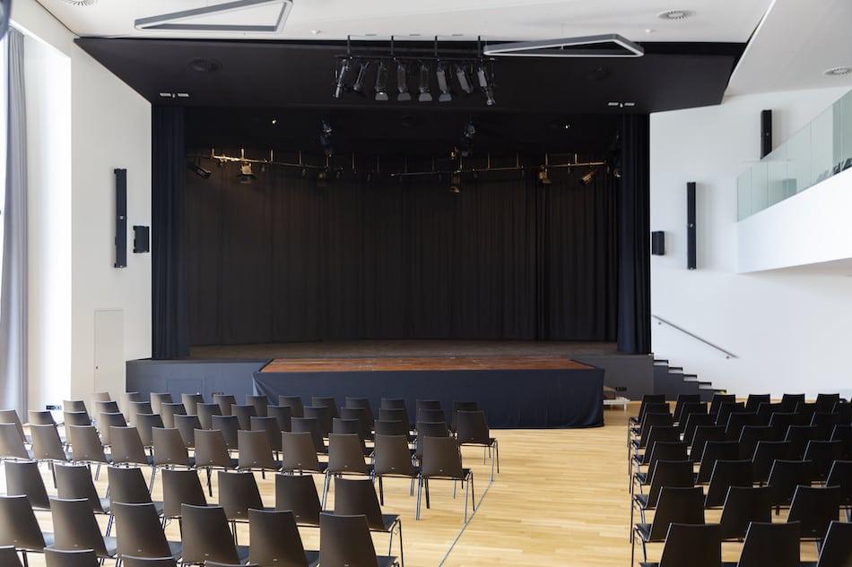 Y_Stadthalle_cHammerschmied_Bühne-1