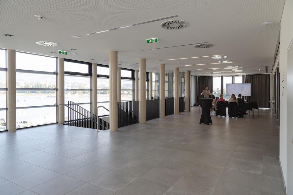Y_Stadthalle_cHammerschmied_Galeriefoyer-3